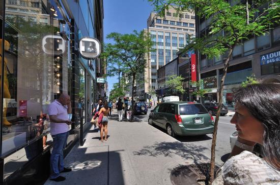 Rue Sainte-Catherine, Montreal - 16