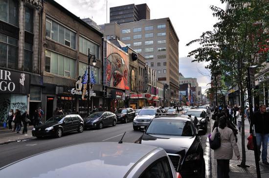 Rue Sainte-Catherine, Montreal - 32