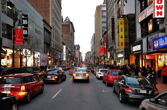 Rue Sainte-Catherine, Montreal - 36
