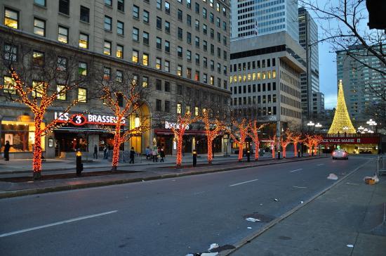 Rue Sainte-Catherine, Montreal - 40