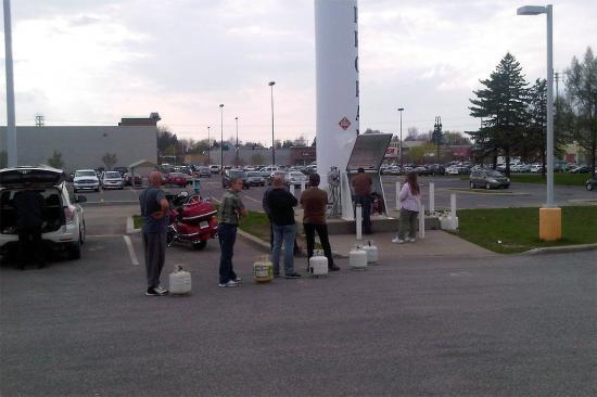BBQ очередь за газом в Chateauguay