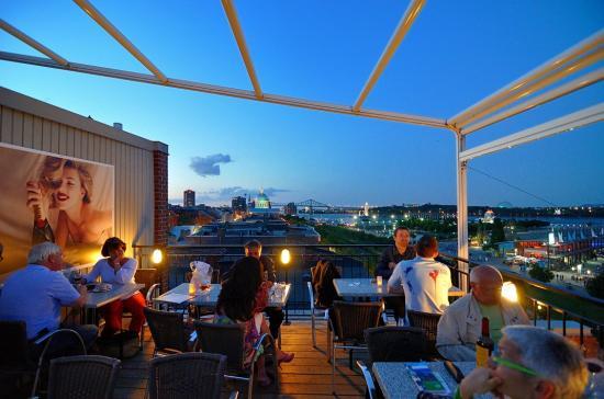 Terrasse sur L'Auberge du Vieux Port, Montreal 20120727 - 10