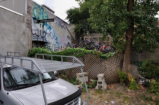 Дворик в Griffintown, Montreal 2012-08-27