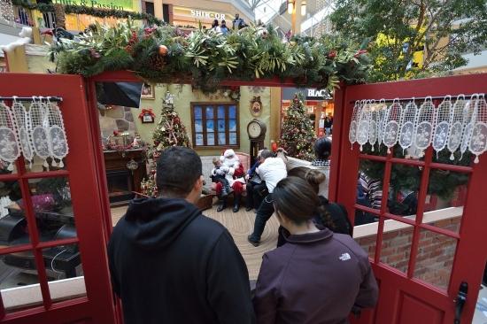 На фотосессию к Деду Морозу Plaza Fairview