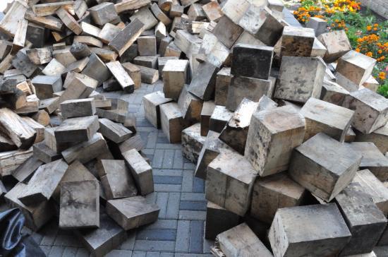 Кубики еловых дров