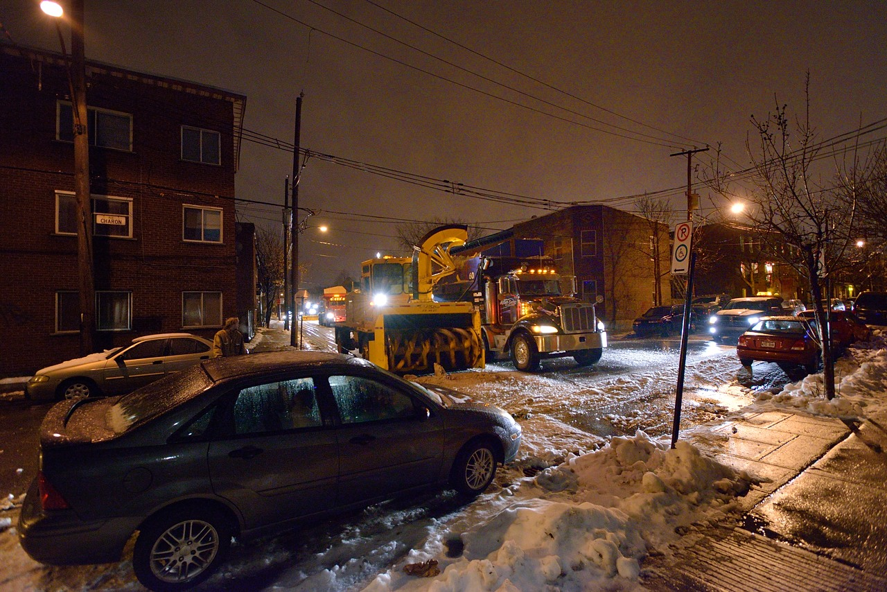 Snow Removal in Montreal on Pointe Saint-Charles - Dec 22, 2012 - 2