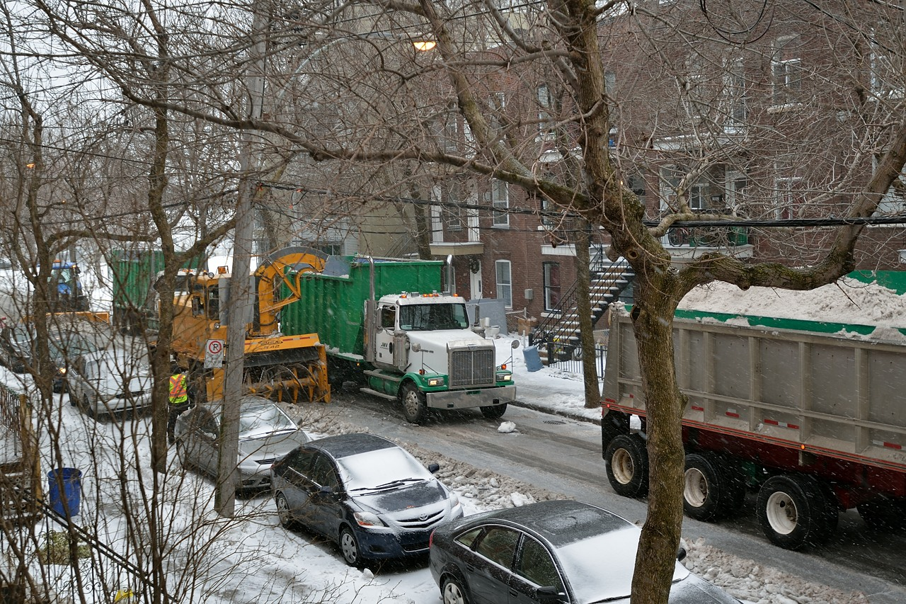Snow Removal in Montreal on Pointe Saint-Charles - Dec 22, 2012 - 3