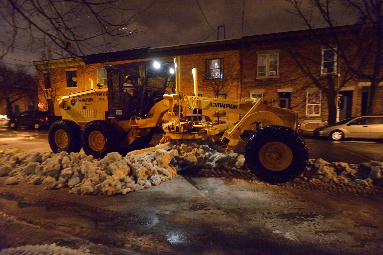 Snow Removal in Montreal on Pointe Saint-Charles - Dec 22, 2012 - 4