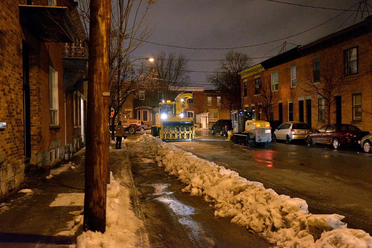 Snow Removal in Montreal on Pointe Saint-Charles - Dec 22, 2012 - 5