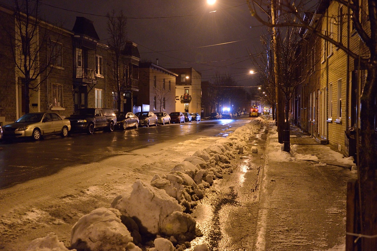 Snow Removal in Montreal on Pointe Saint-Charles - Dec 22, 2012 - 6