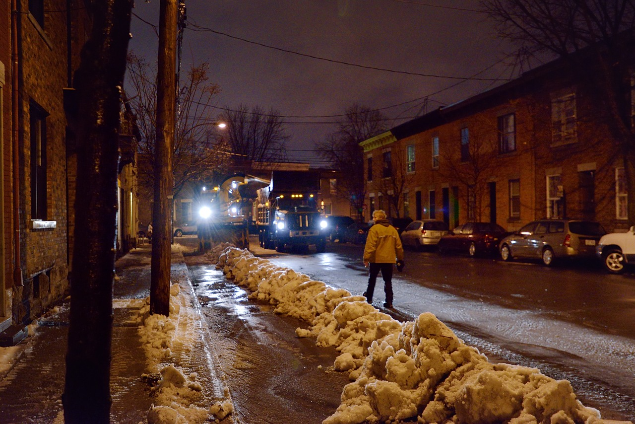 Snow Removal in Montreal on Pointe Saint-Charles - Dec 22, 2012 - 8