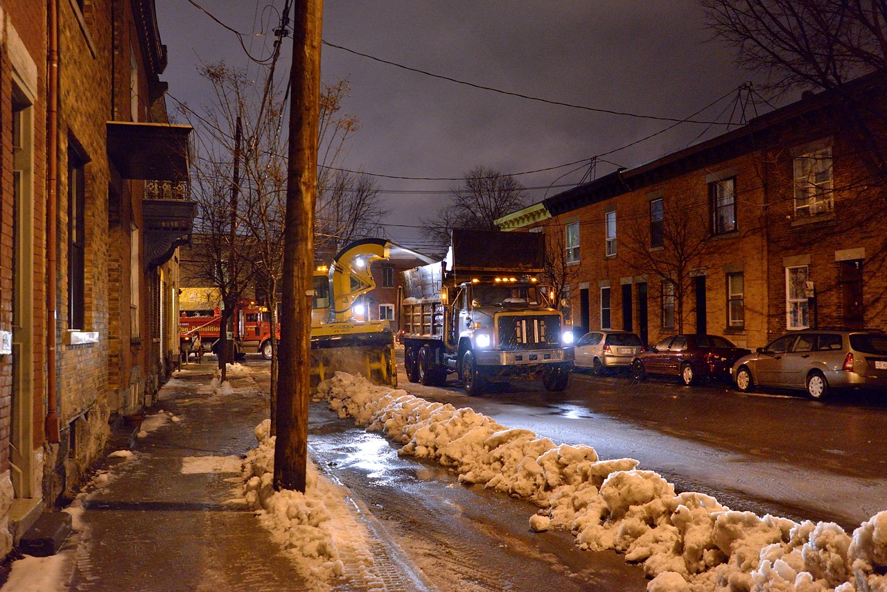 Snow Removal in Montreal on Pointe Saint-Charles - Dec 22, 2012 - 9