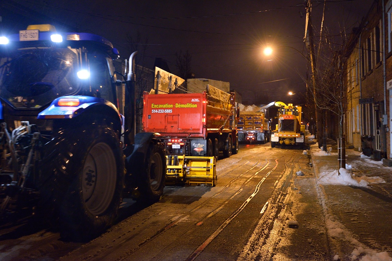 Snow Removal in Montreal on Pointe Saint-Charles - Dec 22, 2012 - 11