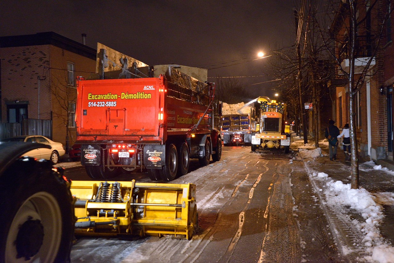 Snow Removal in Montreal on Pointe Saint-Charles - Dec 22, 2012 - 12