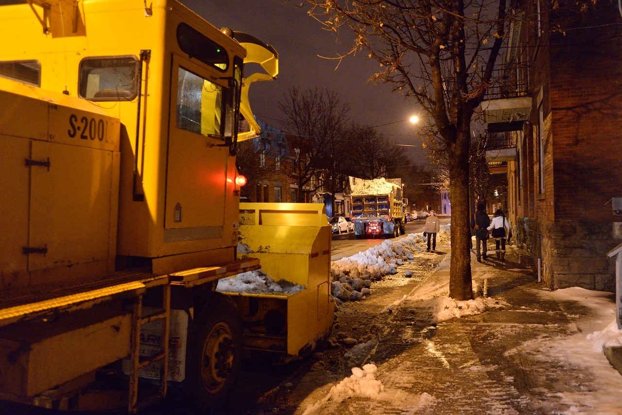 Snow Removal in Montreal on Pointe Saint-Charles - Dec 22, 2012 - 13