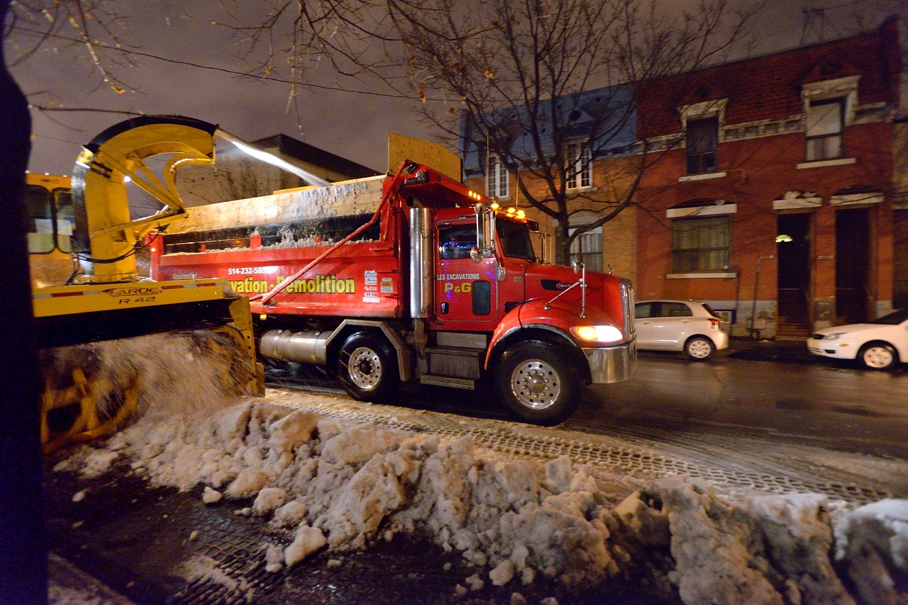 Snow Removal in Montreal on Pointe Saint-Charles - Dec 22, 2012 - 14
