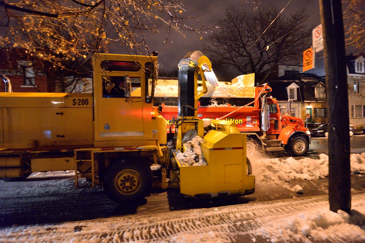 Snow Removal in Montreal on Pointe Saint-Charles - Dec 22, 2012 - 15