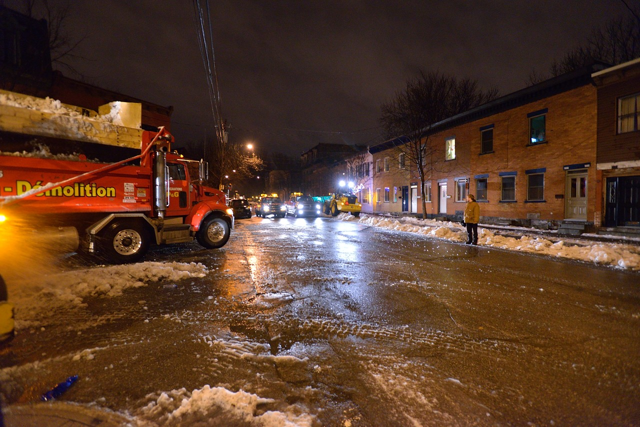 Snow Removal in Montreal on Pointe Saint-Charles - Dec 22, 2012 - 16