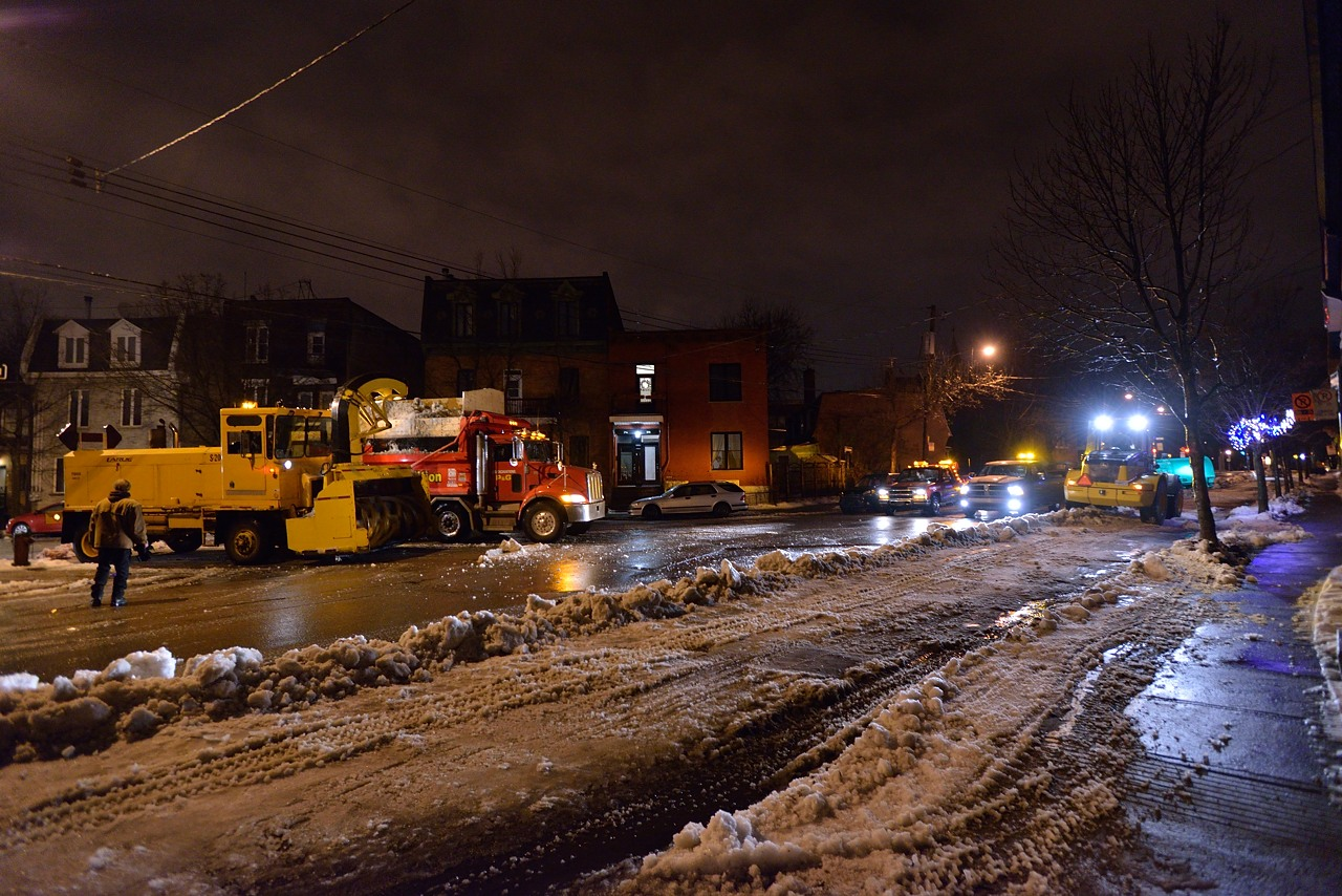 Snow Removal in Montreal on Pointe Saint-Charles - Dec 22, 2012 - 17