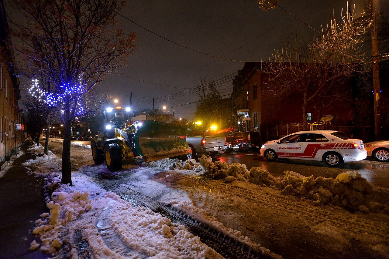 Snow Removal in Montreal on Pointe Saint-Charles - Dec 22, 2012 - 19