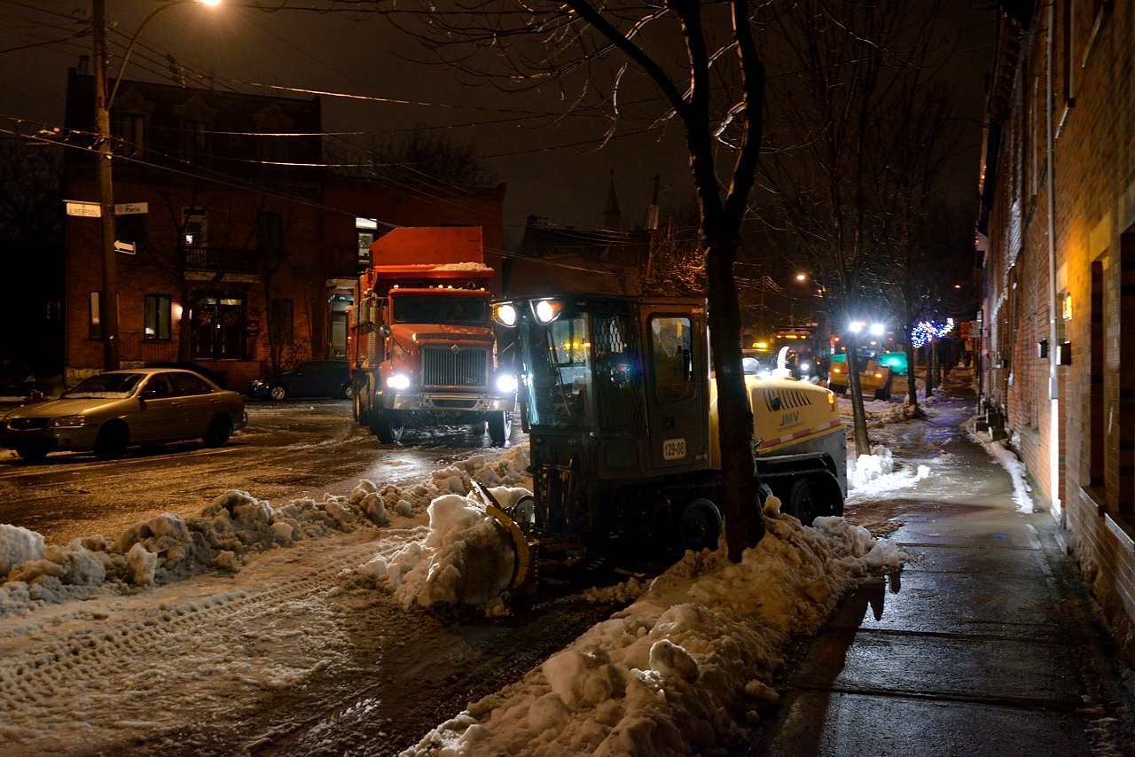 Snow Removal in Montreal on Pointe Saint-Charles - Dec 22, 2012 - 23